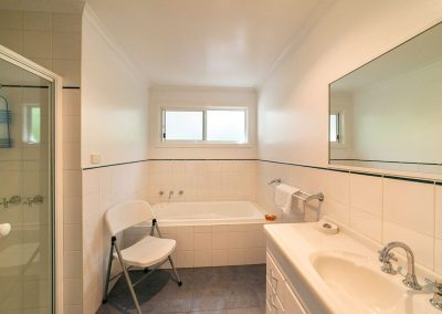 Halls Gap: Corella Cottage - Bathroom